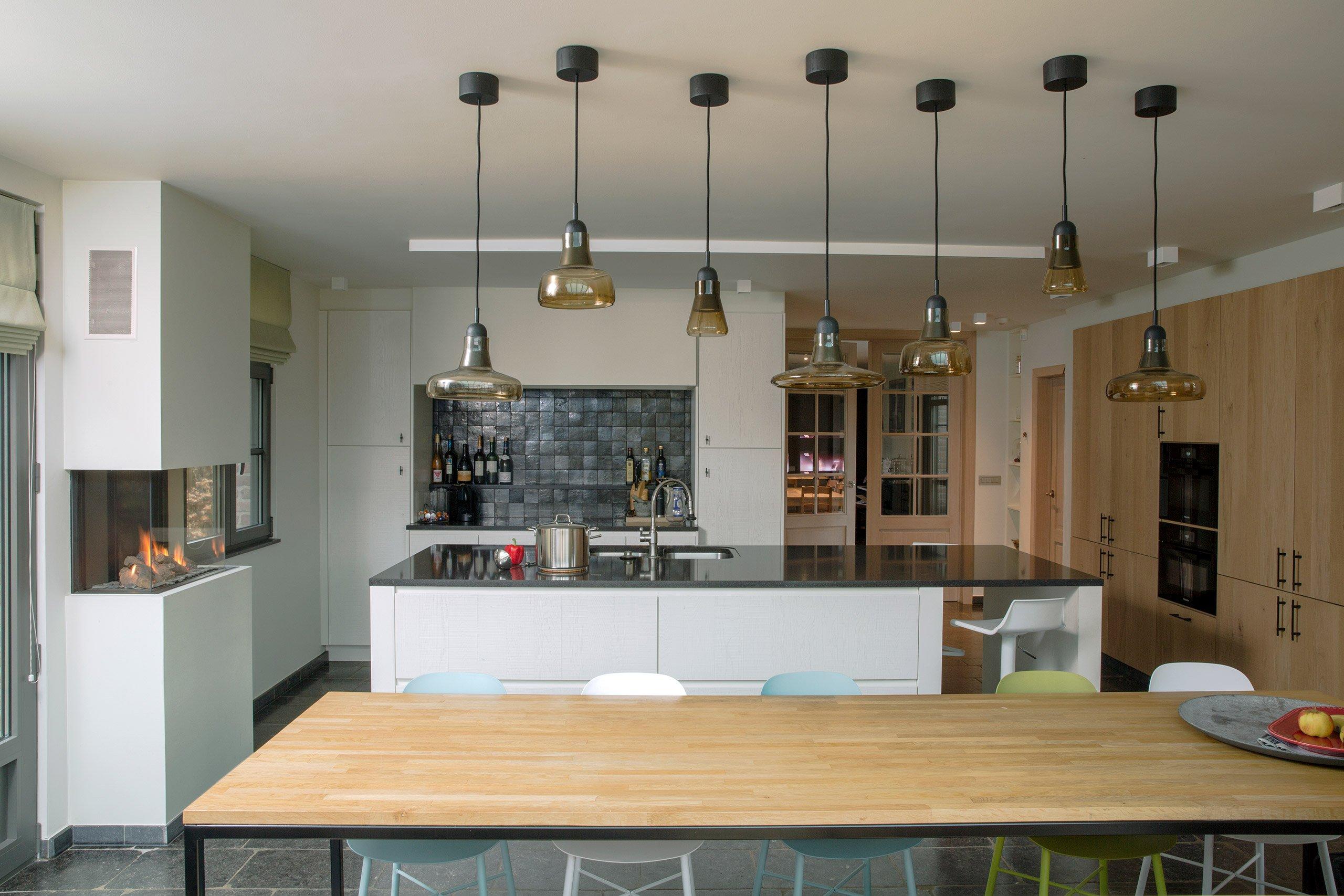 Landelijk Keuken Strakke : Landelijke keuken in contrast met strakke toestellen u inspired by